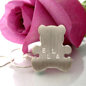Personalized teddy bear necklace in silver. Engraving included.