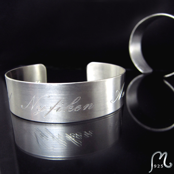 Bracelet Enjoy. 2 cm or wider.