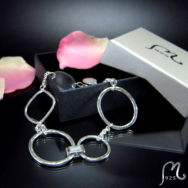 Champagne. Silver bracelet with hammered rings.