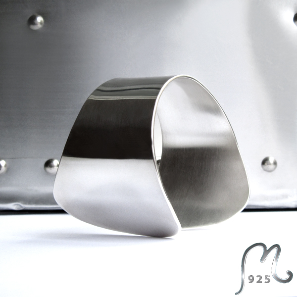 Exclusive Silver cuff. A Capella.