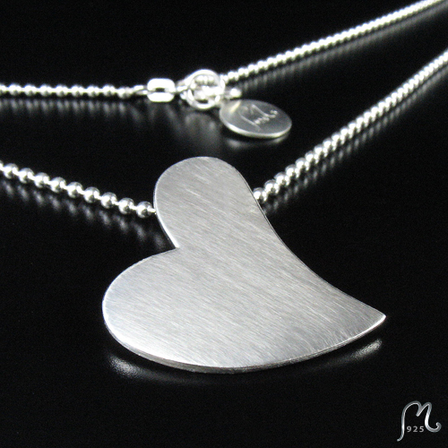 Heart necklace in silver.