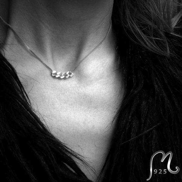 Discrete silver necklace.