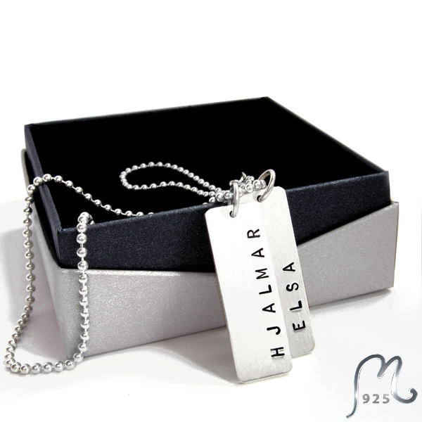 Two tags name necklace for him, in silver. Engraving incl.