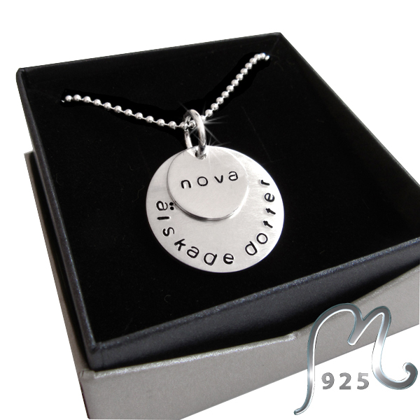 Personalized silver necklace, circular and overlapping. Engraving included.