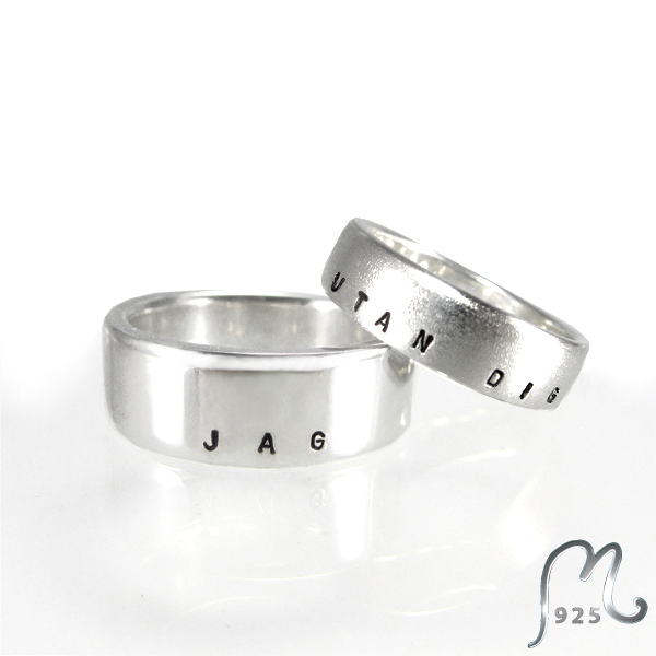 Name ring. Four widths. Engraving included. Silver.