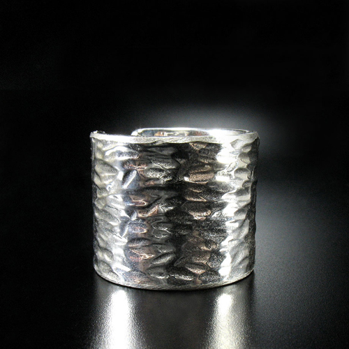 Champagne. Large silver ring.