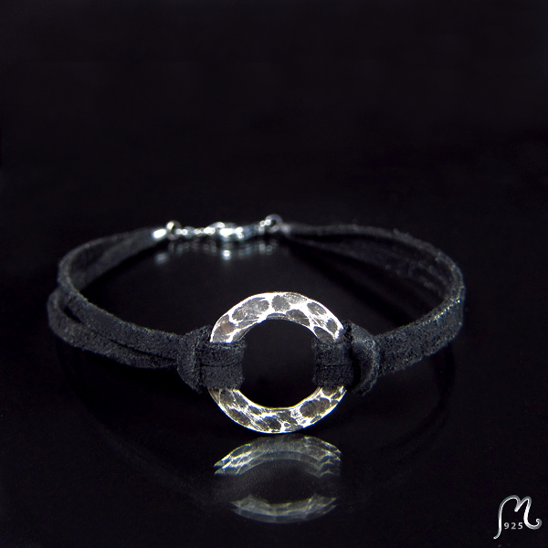 Bracelet with hammered ring and faux suede string.