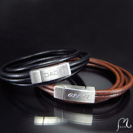 Personalized leather bracelet. Lovewrapped. Two engravings incl.