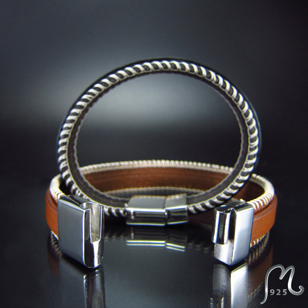 Personalized leather bracelet. Attractive. Engraving included.