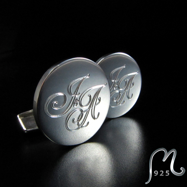 Cufflinks in silver. Discs in four sizes. Engraving included.