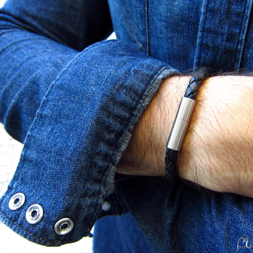 Leather bracelet for him. Round.