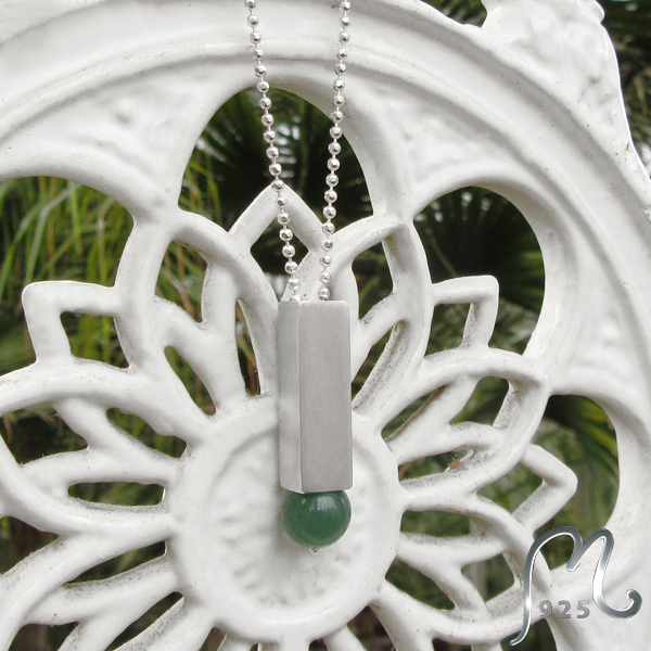 Silver necklace w. leaf printed jade pendant. Cubic. NEW!
