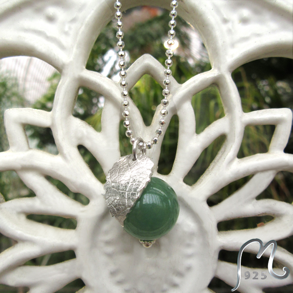 Silver necklace w. large jade bead and leaf. NEW!