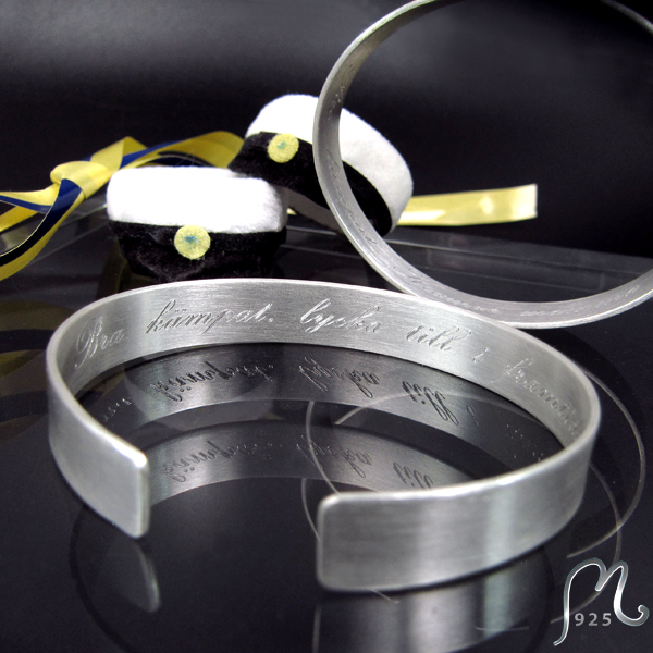 Gift for grads & confirmees. Personalized silver bracelet.