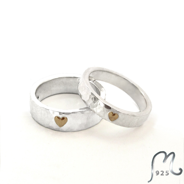 Hammered wedding- or Engagement ring in silver. W. golden heart.