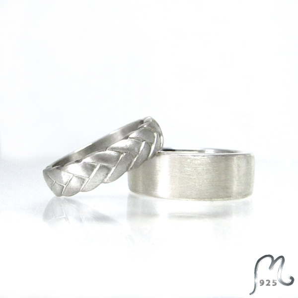 Wedding- or Engagement ring in silver. Plaited design.