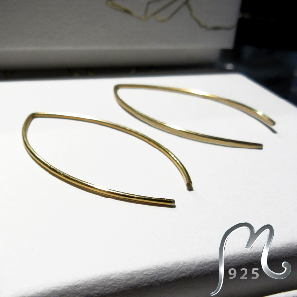 Oval creols in gold plated silver, open.