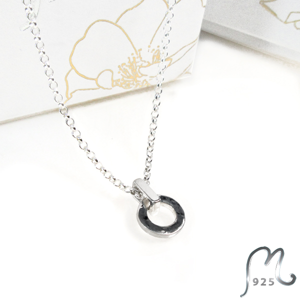 Champagne. Round silver necklace. Small.