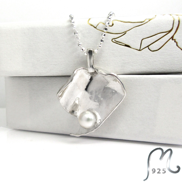 Champagne. Hand made studs earrings.