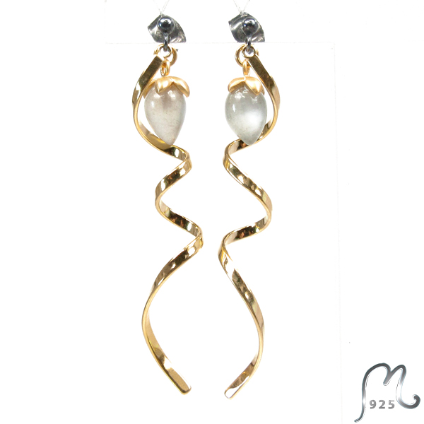 Spiral earrings, gold plated. Moonstone.