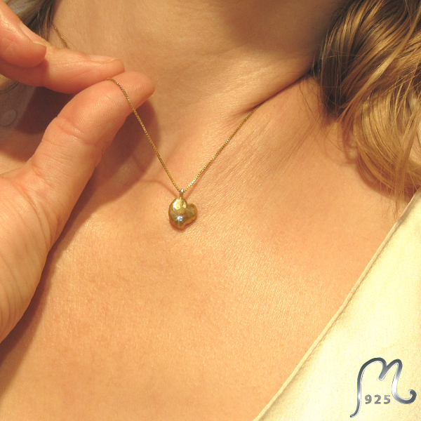 Diamond set gold heart necklace. Incl. gold chain.