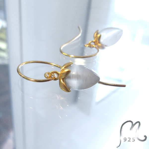Moon stone earrings. Gold plated.