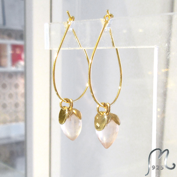 Creols w pink gemstones. Gold plated.