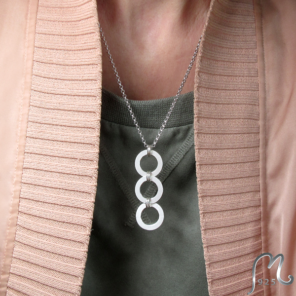 Bohemian luxury. Frosty triplet silver necklace.