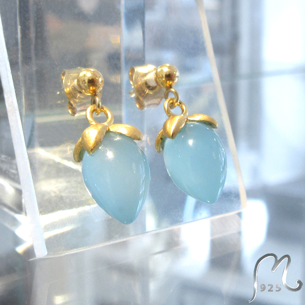 Studs with blue gemstones. Gold plated. SOLD OUT!
