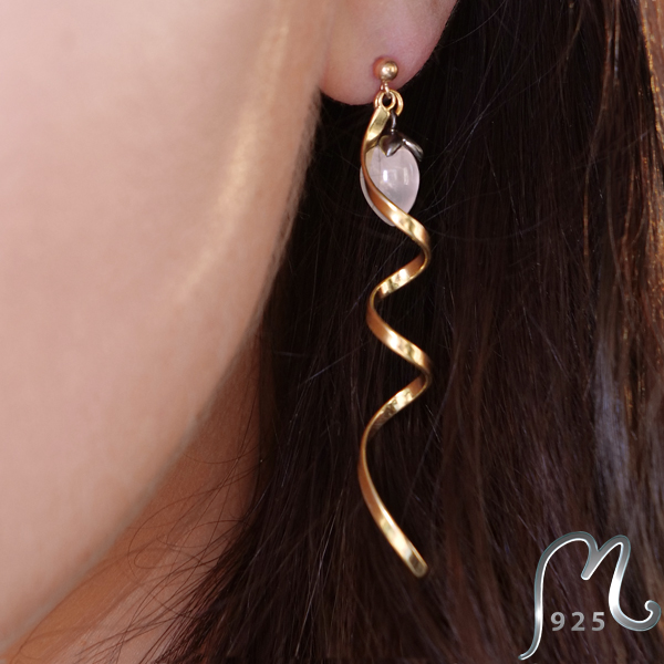 Spiral earrings, gold plated. Rose quarts.