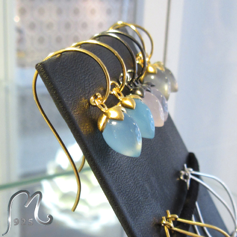 Earrings with blue gemstones. Gold plated. SOLD OUT!